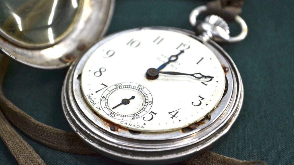 うさぎの年を刻む時計