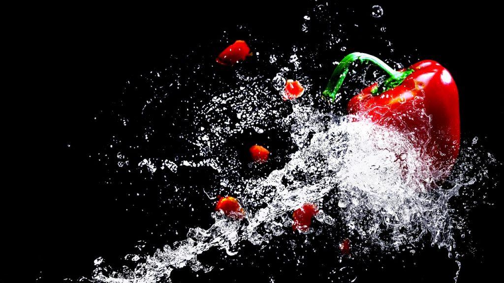 水に飛ばされる野菜